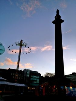 Star Flyer and Dundas monument